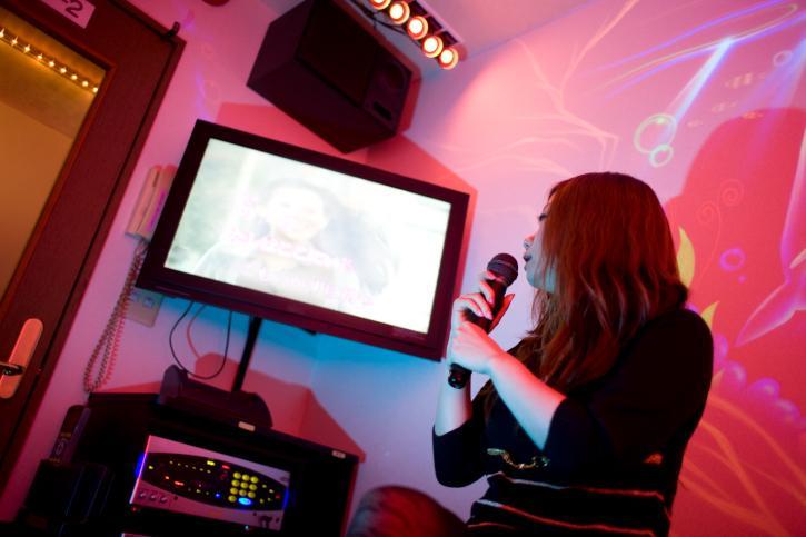 karaoke machine benefits
